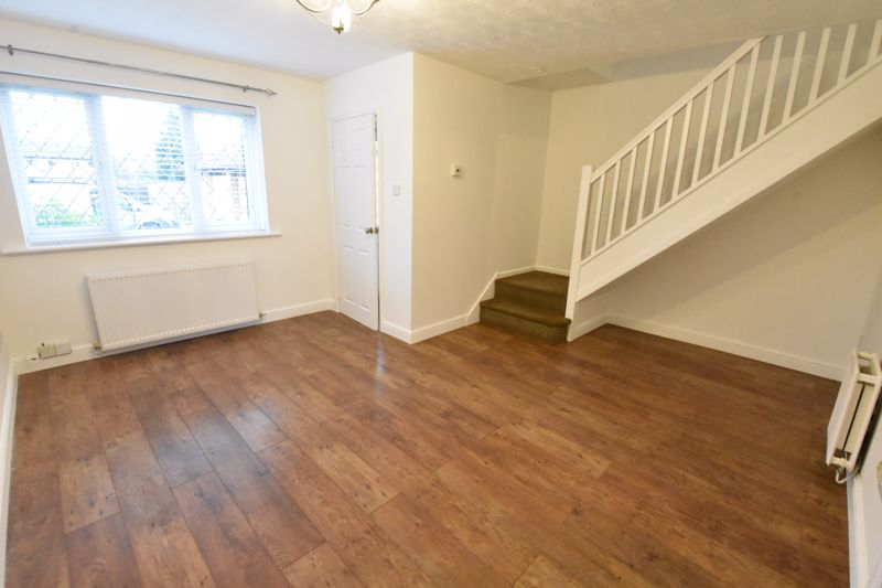 3 bedroom Mid Terrace to rent in Marsom Grove, Luton - Photo 14