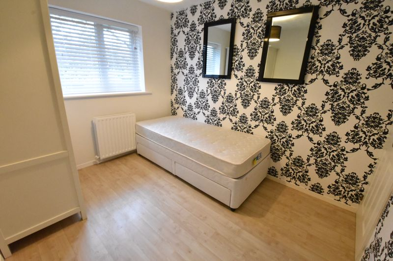 3 bedroom Mid Terrace to rent in Marsom Grove, Luton - Photo 16