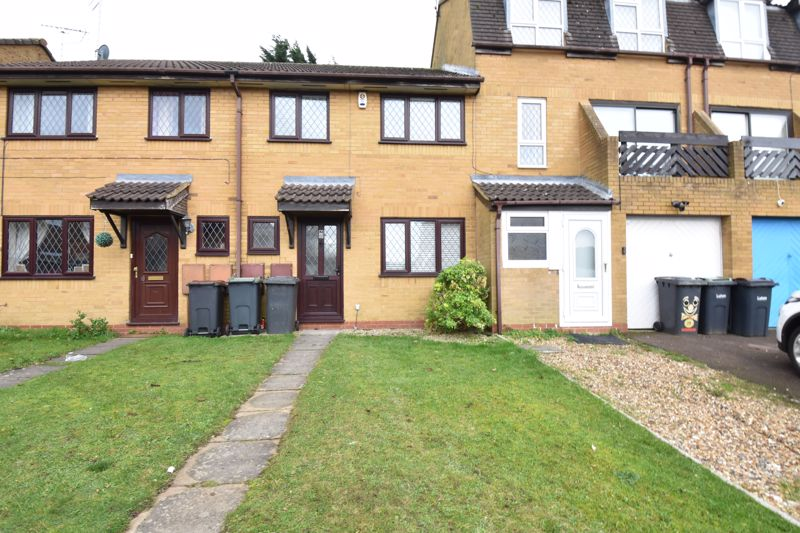 3 bedroom Mid Terrace to rent in Marsom Grove, Luton - Photo 2