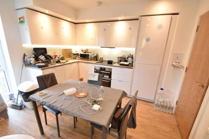 2 bedroom Flat to buy in Stirling Drive, Luton - Photo 6