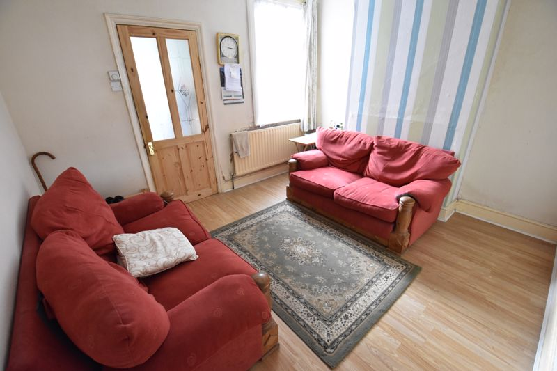 3 bedroom Mid Terrace to buy in Spencer Road, Luton - Photo 3