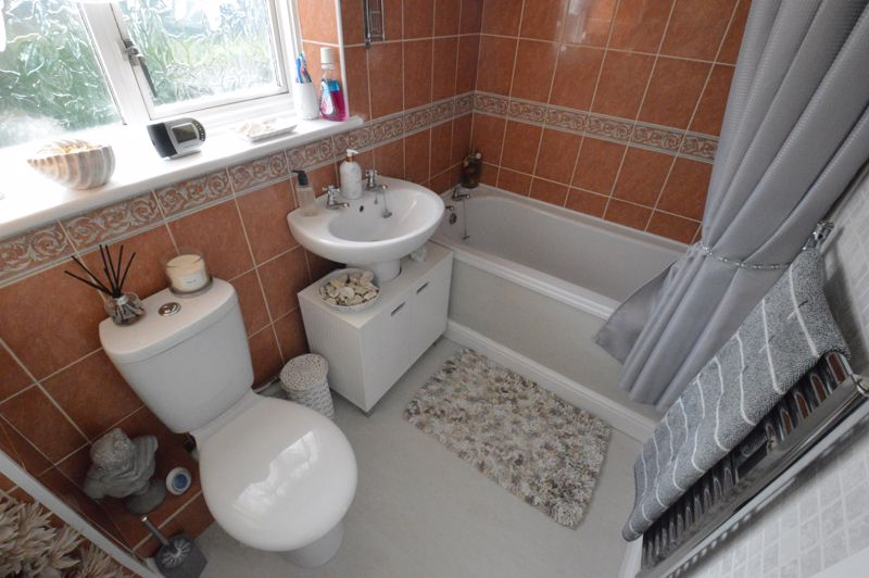 3 bedroom End Terrace to buy in Dunsmore Road, Luton - Photo 12