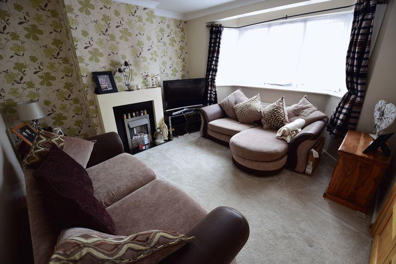 3 bedroom Mid Terrace to buy in Wilsden Avenue, Luton - Photo 2