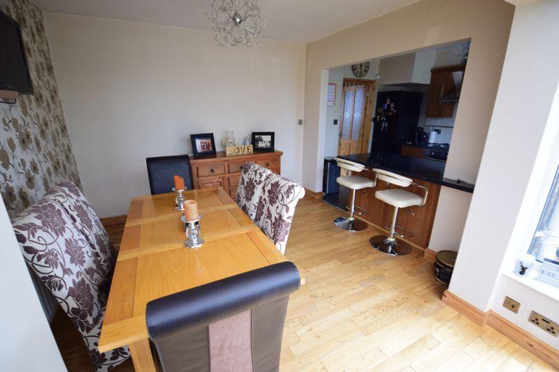 3 bedroom Mid Terrace to buy in Wilsden Avenue, Luton - Photo 6