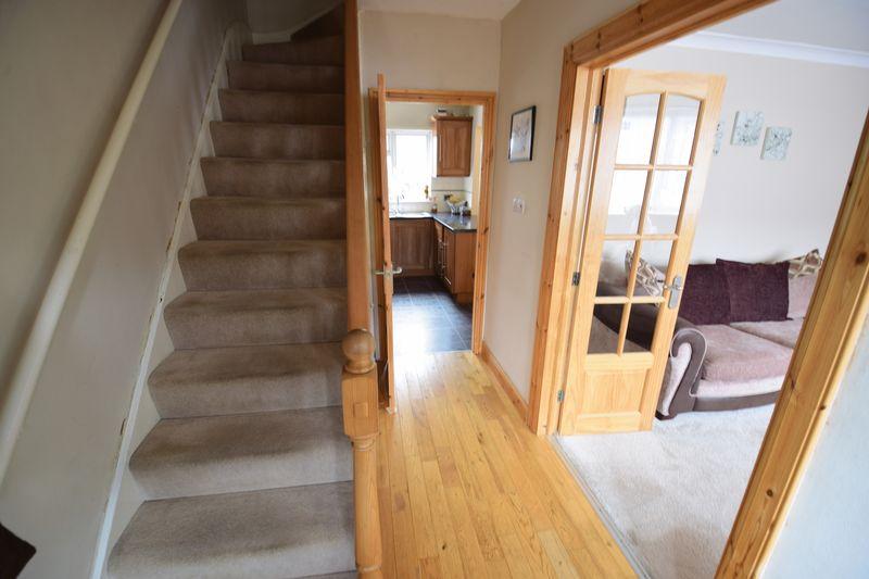 3 bedroom Mid Terrace to buy in Wilsden Avenue, Luton - Photo 15