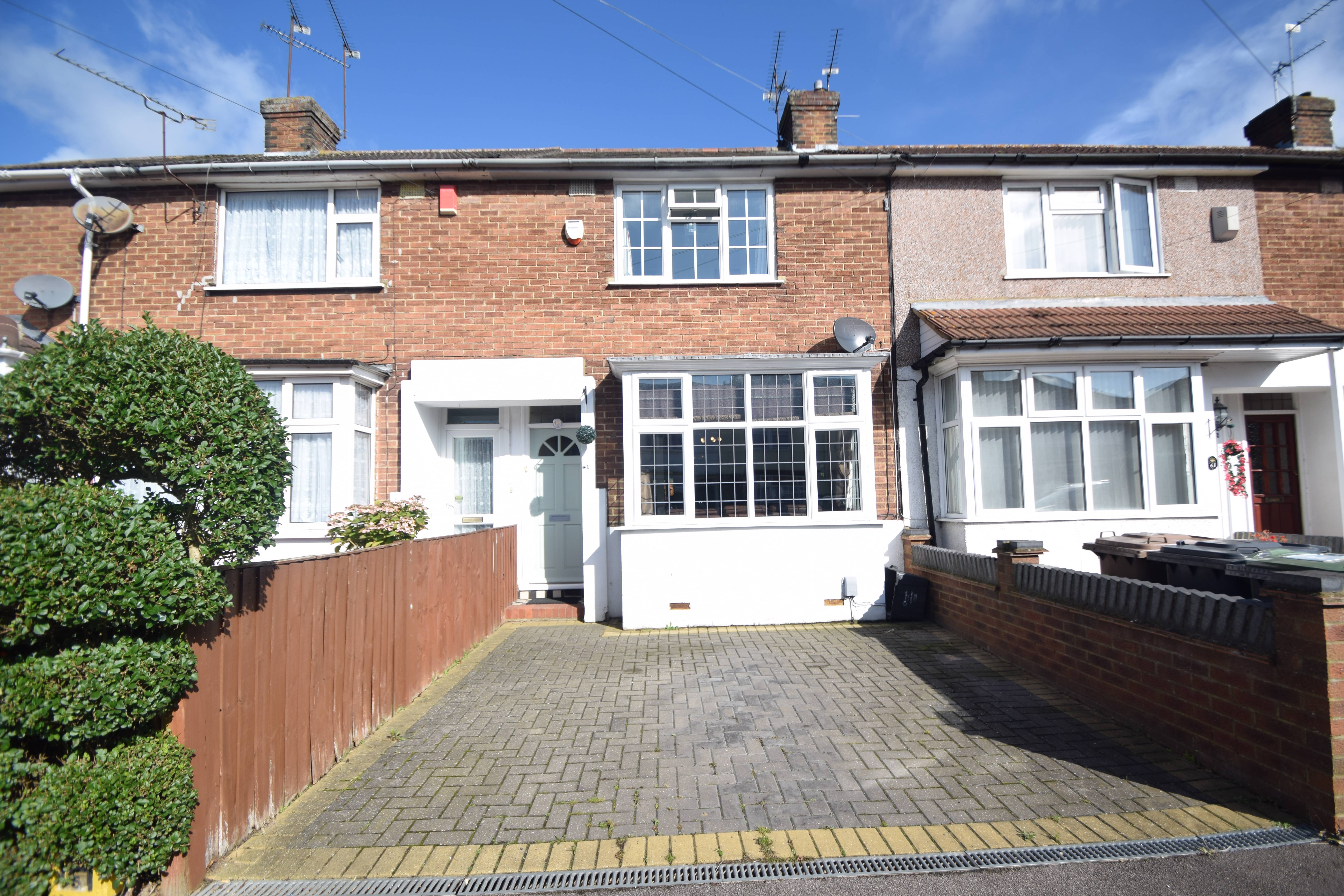 2 bedroom Mid Terrace to buy in Chesford Road, Luton