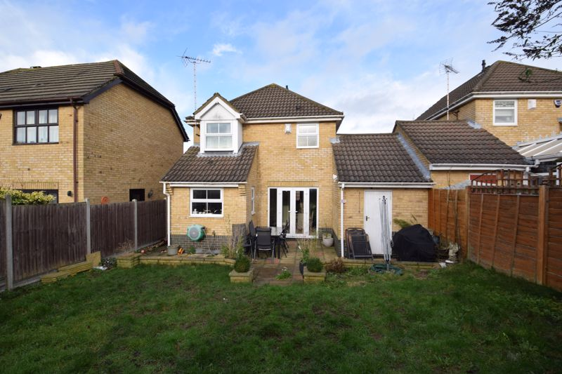 3 bedroom  to buy in Pomeroy Grove, Luton - Photo 17