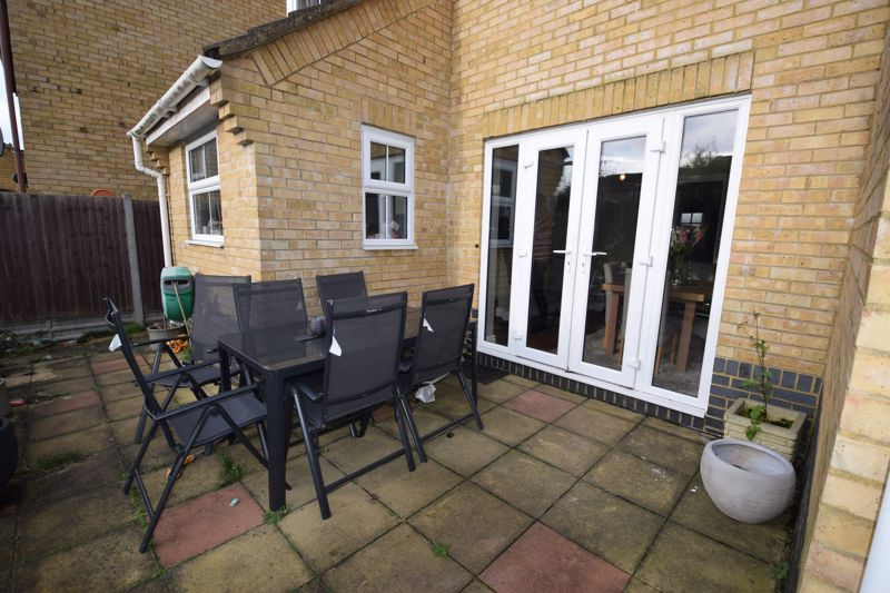 3 bedroom  to buy in Pomeroy Grove, Luton - Photo 18