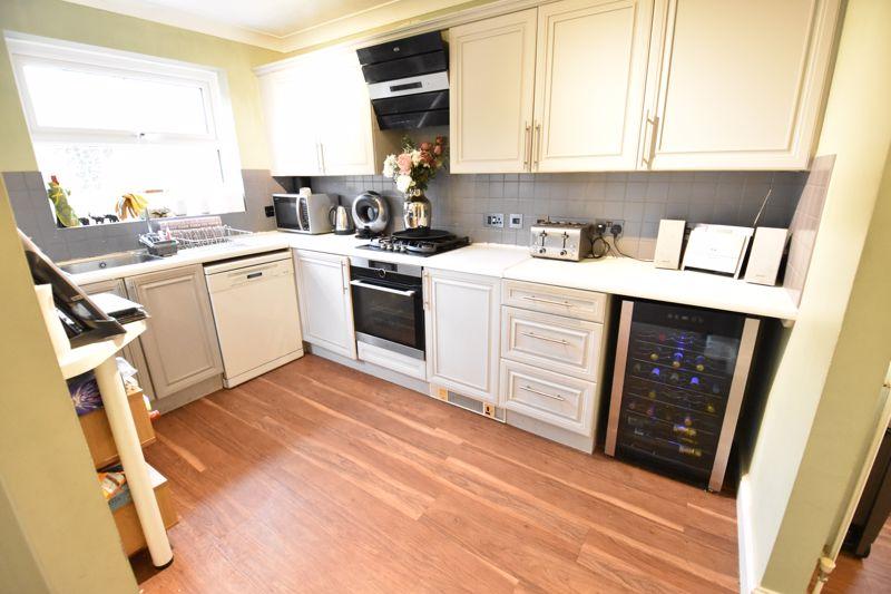 3 bedroom  to buy in Pomeroy Grove, Luton - Photo 26