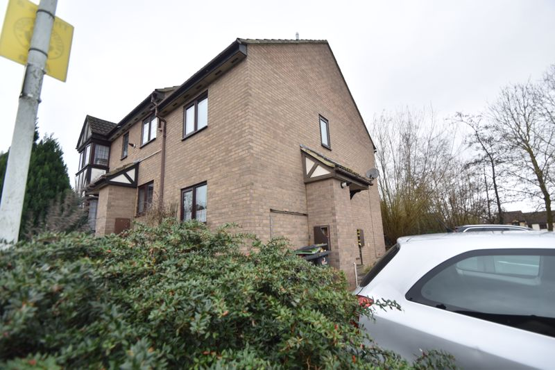 2 bedroom Mid Terrace to rent in Perrymead, Luton