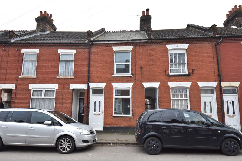 2 bedroom Mid Terrace to buy in Ramridge Road, Luton
