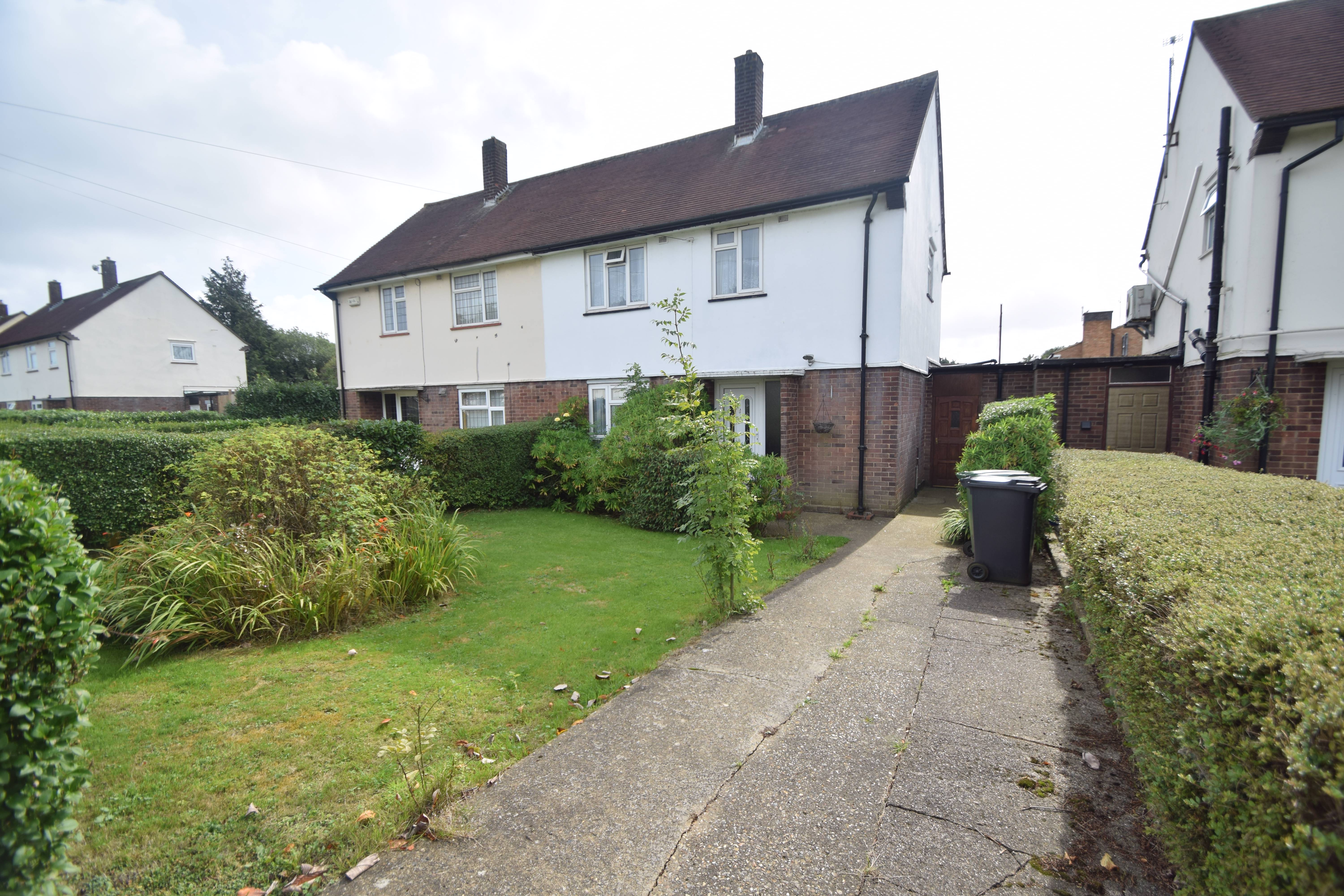 3 bedroom Semi-Detached  to buy in Santingfield North, Luton