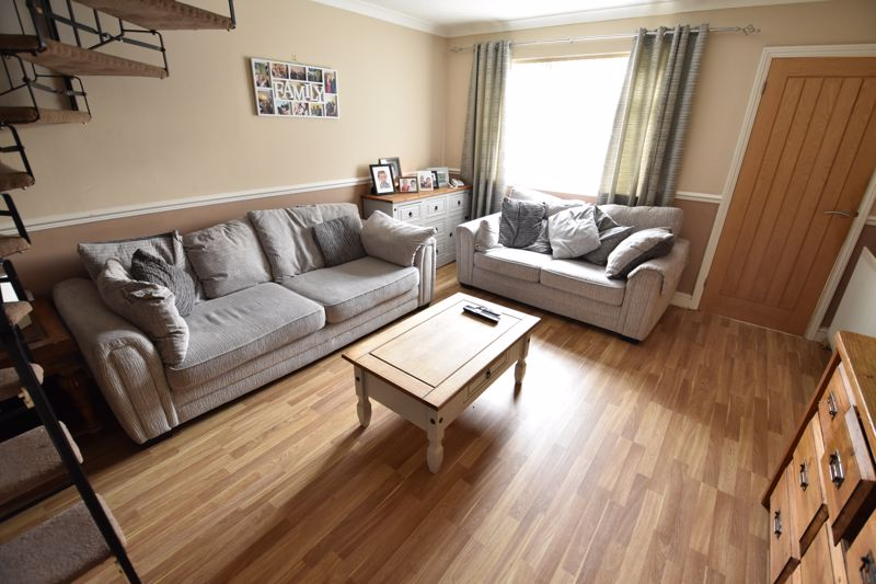 4 bedroom Semi-Detached  to buy in Repton Close, Luton - Photo 2