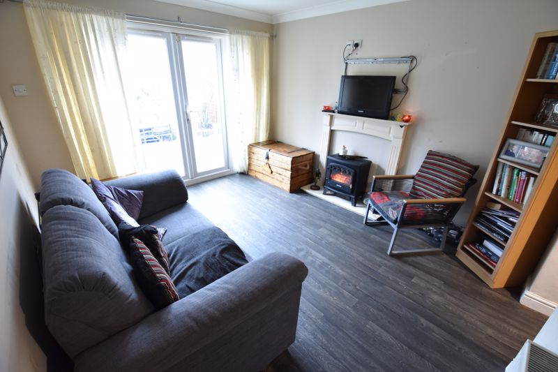4 bedroom Semi-Detached  to buy in Repton Close, Luton - Photo 5