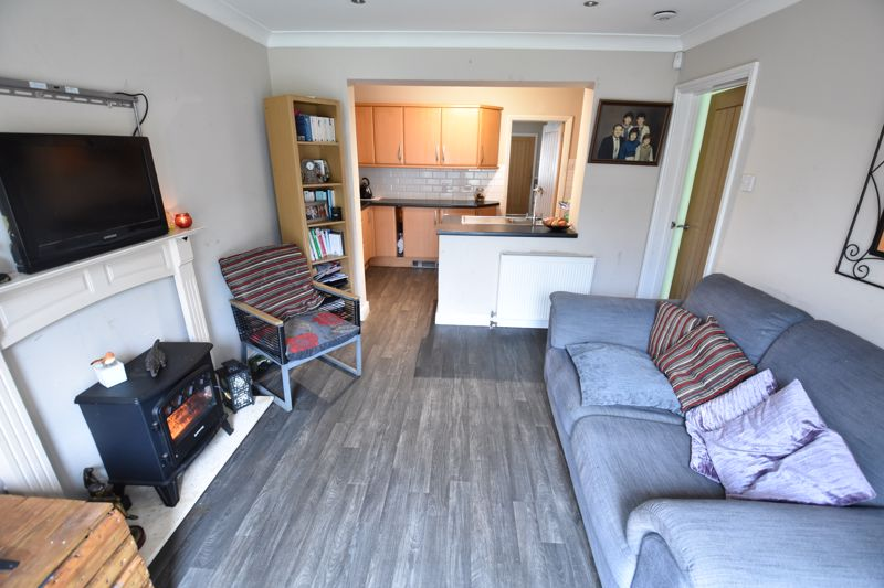 4 bedroom Semi-Detached  to buy in Repton Close, Luton - Photo 6