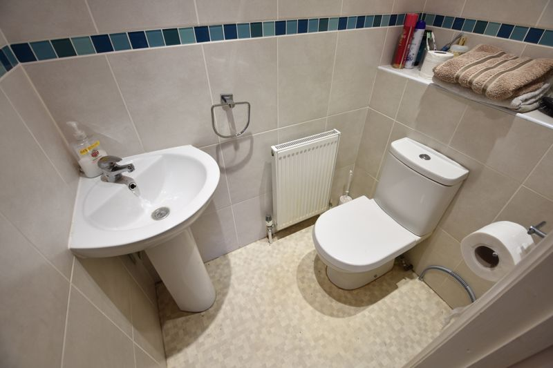 4 bedroom Semi-Detached  to buy in Repton Close, Luton - Photo 8