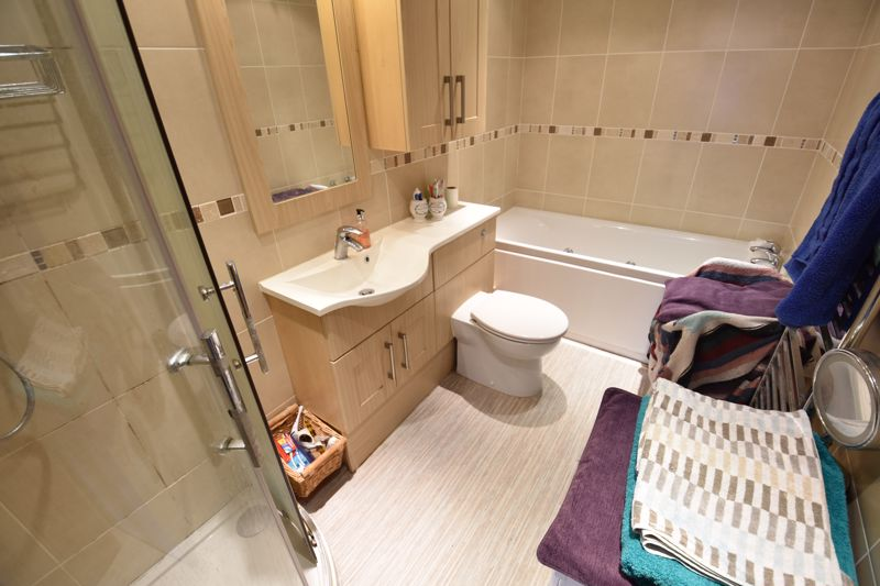 4 bedroom Semi-Detached  to buy in Repton Close, Luton - Photo 10