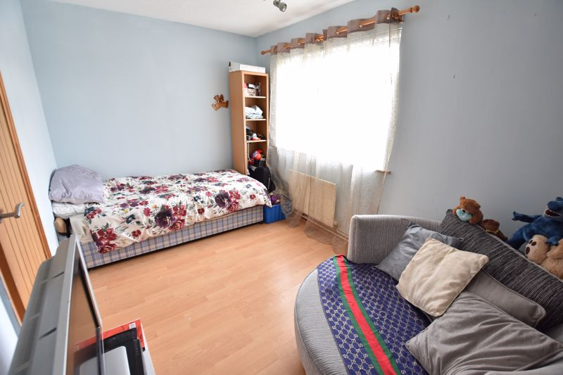 4 bedroom Semi-Detached  to buy in Repton Close, Luton - Photo 12