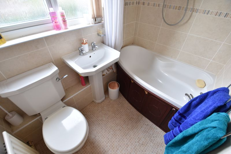 4 bedroom Semi-Detached  to buy in Repton Close, Luton - Photo 15