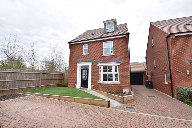 4 bedroom Detached  to buy in Cassidy Close, Luton