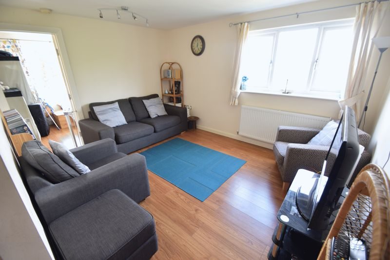 2 bedroom Flat to buy in Treetop Close, Luton - Photo 2
