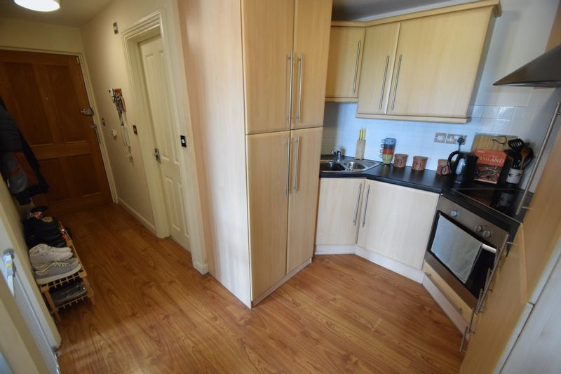 2 bedroom Flat to buy in Treetop Close, Luton - Photo 8