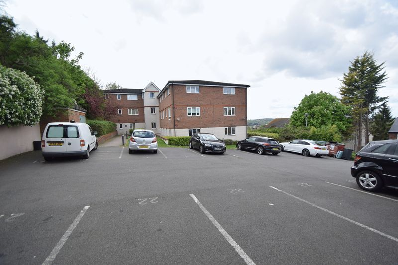 2 bedroom Flat to buy in Treetop Close, Luton - Photo 9