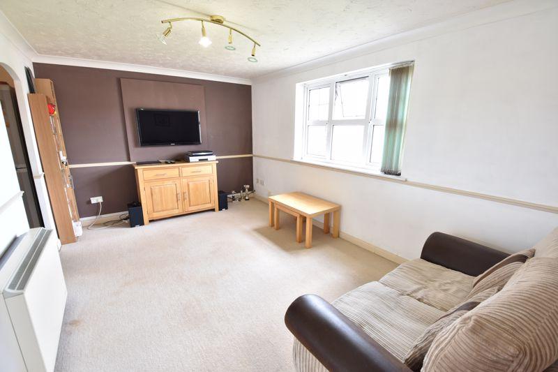 2 bedroom Flat to buy in Earls Meade, Luton - Photo 2