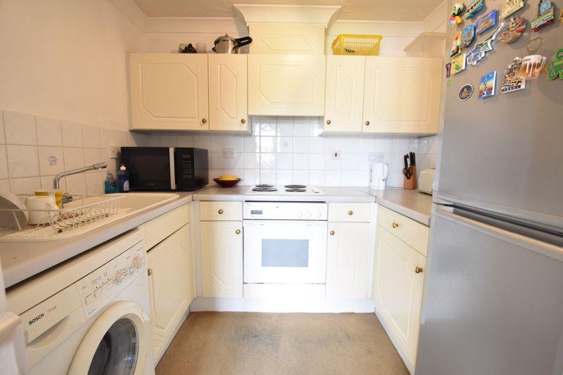 2 bedroom Flat to buy in Earls Meade, Luton - Photo 3