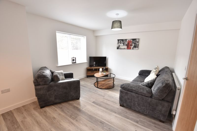 2 bedroom  to buy in Ridgway Road, Luton - Photo 9