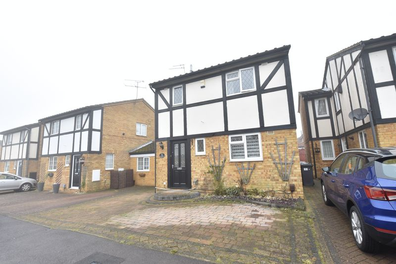 3 bedroom Detached  to rent in Lesbury Close, Luton