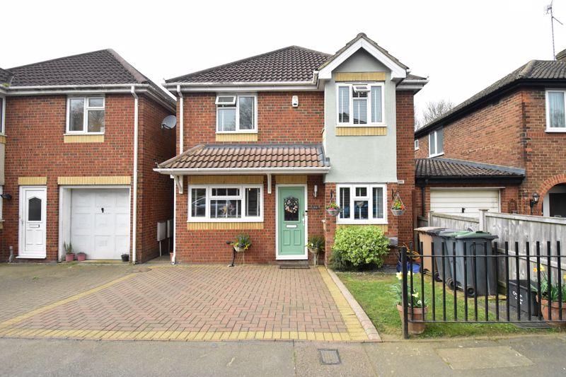 4 bedroom Detached  to buy in Pomfret Avenue, Luton