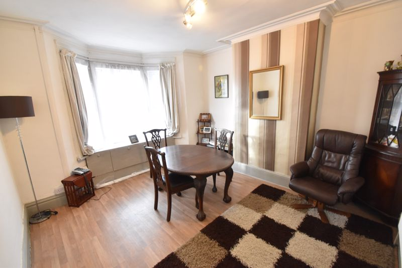 3 bedroom Mid Terrace to buy in Windmill Road, Luton - Photo 1