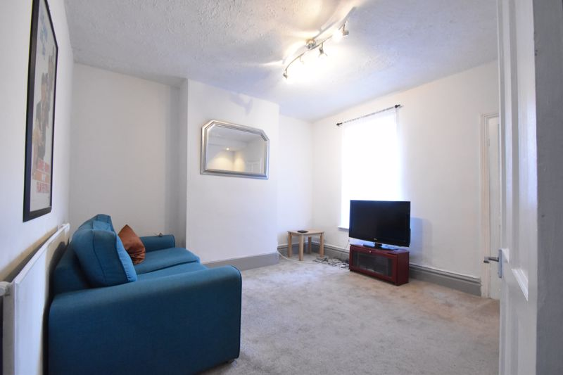 3 bedroom Mid Terrace to buy in Windmill Road, Luton - Photo 2