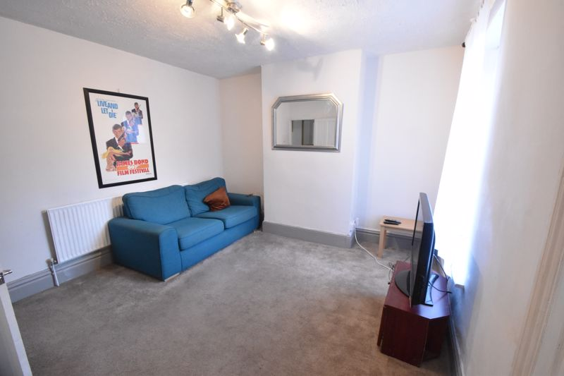 3 bedroom Mid Terrace to buy in Windmill Road, Luton - Photo 3