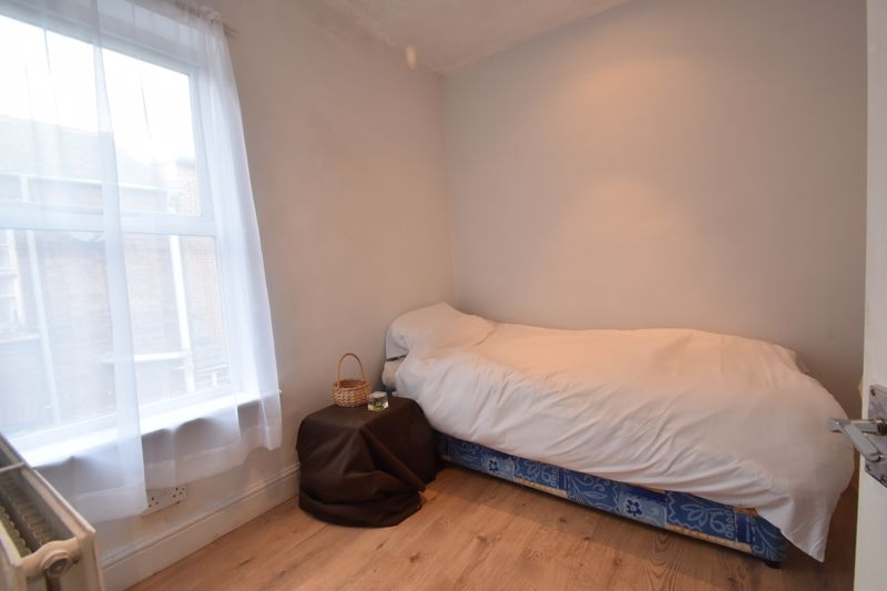 3 bedroom Mid Terrace to buy in Windmill Road, Luton - Photo 7