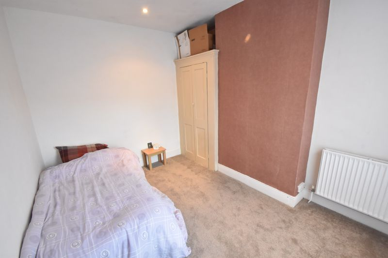 3 bedroom Mid Terrace to buy in Windmill Road, Luton - Photo 9