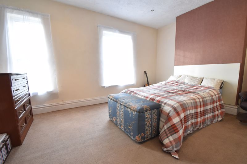 3 bedroom Mid Terrace to buy in Windmill Road, Luton - Photo 11
