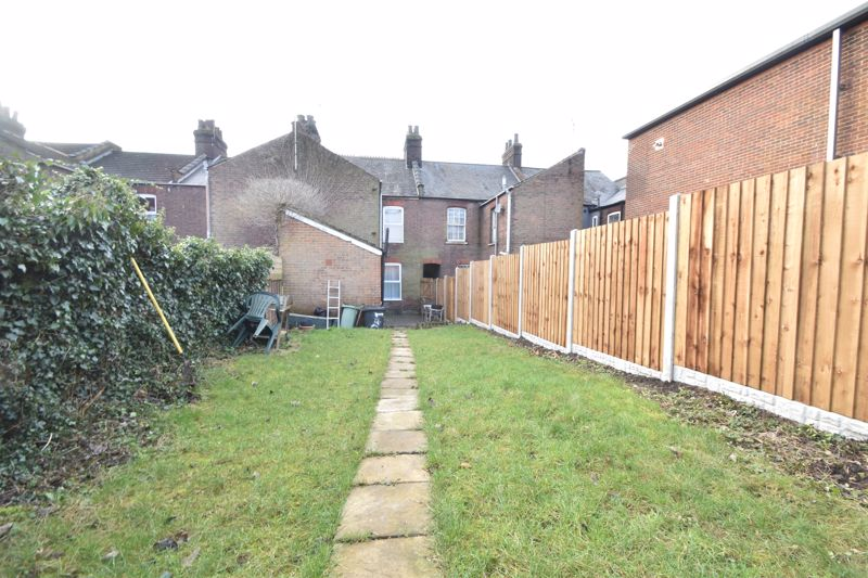 3 bedroom Mid Terrace to buy in Windmill Road, Luton - Photo 15