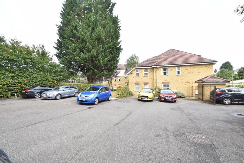 1 bedroom Flat to buy in Strathmore Avenue, Luton - Photo 1