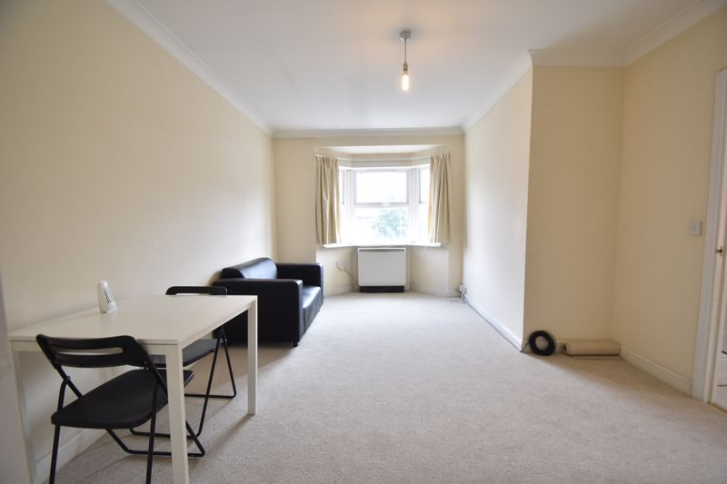 1 bedroom Flat to buy in Strathmore Avenue, Luton - Photo 3