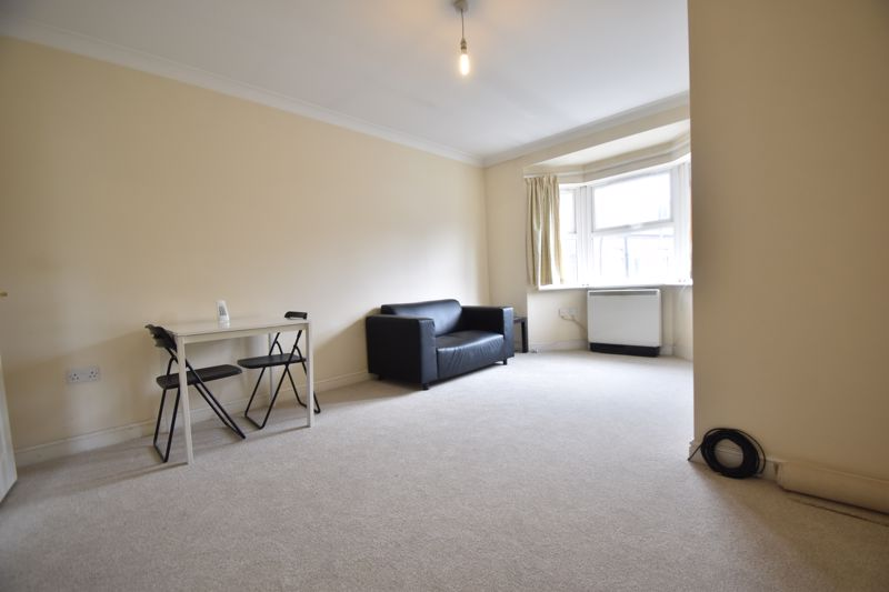 1 bedroom Flat to buy in Strathmore Avenue, Luton - Photo 4