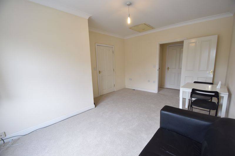 1 bedroom Flat to buy in Strathmore Avenue, Luton - Photo 5