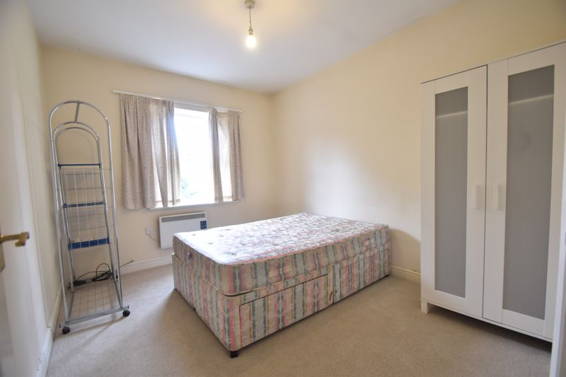 1 bedroom Flat to buy in Strathmore Avenue, Luton - Photo 6