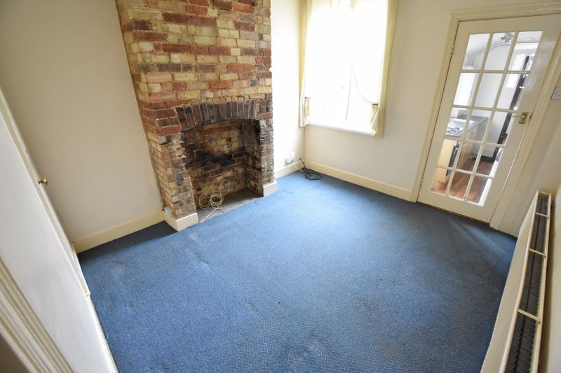 2 bedroom Mid Terrace to buy in Cowper Street, Luton - Photo 3
