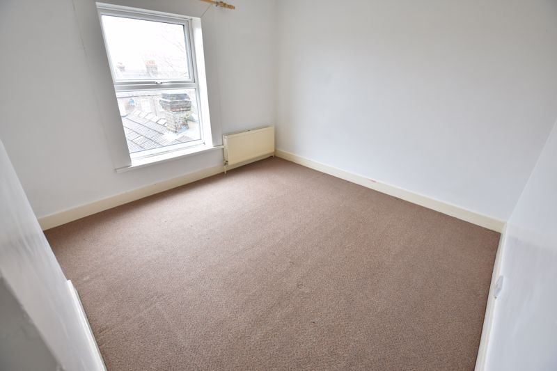 2 bedroom Mid Terrace to buy in Cowper Street, Luton - Photo 8