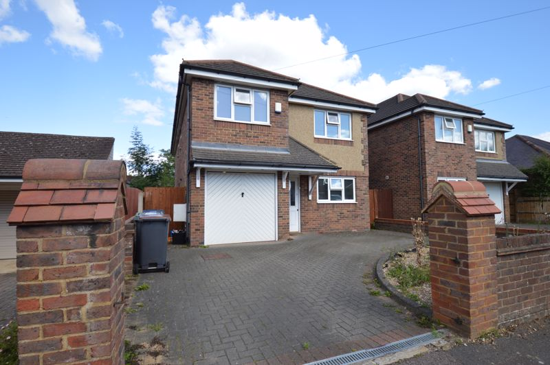 5 bedroom Detached  to buy in The Avenue, Luton