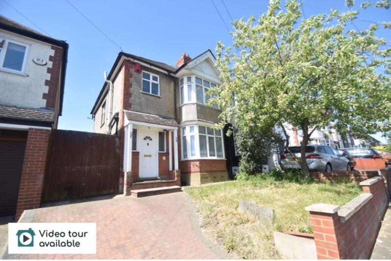 3 bedroom Semi-Detached  to rent in Somerset Avenue, Luton