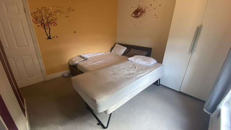 2 bedroom Mid Terrace to buy in Hartley Road, Luton - Photo 8