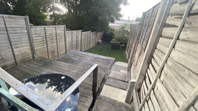 2 bedroom Mid Terrace to buy in Hartley Road, Luton - Photo 9